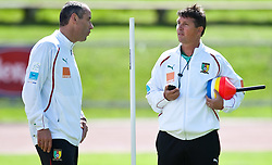21.05.2010, Dolomitenstadion, Lienz, AUT, WM Vorbereitung, Kamerun Training im Bild Paul Le Guen, Trainer, Nationalteam Kamerun, FRA, mit Yves Colleu, Co-Trainer, Nationalteam Kamerun, FRA im Gespräch, EXPA Pictures © 2010, PhotoCredit: EXPA/ J. Feichter / SPORTIDA PHOTO AGENCY