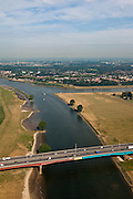 Nederland, Zuid-Holland, Vianen, 08-07-2010; Hagesteinsebrug (A27) met uiterwaarden van de Lek. Op het tweede plan ingang van het het Lekkanaal  en Nieuwegein..Hagestein Bridge (A27) with floodplains of the Lek. Entrance of the Lek canal and Nieuwegein..luchtfoto (toeslag), aerial photo (additional fee required).foto/photo Siebe Swart
