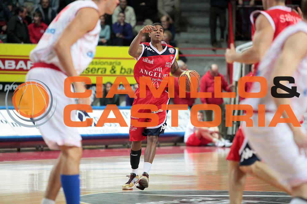 DESCRIZIONE : Varese Lega A 2010-11 Cimberio Varese Angelico Biella<br /> GIOCATORE : Edgar Sosa<br /> SQUADRA : Angelico Biella<br /> EVENTO : Campionato Lega A 2010-2011<br /> GARA : Cimberio Varese Angelico Biella<br /> DATA : 02/01/2011<br /> CATEGORIA : Palleggio<br /> SPORT : Pallacanestro<br /> AUTORE : Agenzia Ciamillo-Castoria/S.Ceretti<br /> Galleria : Lega Basket A 2010-2011<br /> Fotonotizia : Varese Lega A 2010-11 Cimberio Varese Angelico Biella<br /> Predefinita :