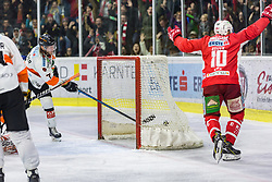 05.04.2019, Stadthalle, Klagenfurt, AUT, EBEL, EC KAC vs Moser Medical Graz 99ers, Halbfinale, 4. Spiel, im Bild gRobin Weihager (Moser Medical Graz 99ers, #7), Andrew KOZEK (EC KAC, #10) // during the Erste Bank Icehockey 4th semifinal match between EC KAC and Moser Medical Graz 99ers at the Stadthalle in Klagenfurt, Austria on 2019/04/05. EXPA Pictures © 2019, PhotoCredit: EXPA/ Gert Steinthaler