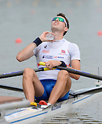 Chungju, South Korea. GBR LM1X, Jamie KIRKWOOD, at the start of his heat,  pours water over himself, before racing. 2013 FISA World Rowing Championships, , Tangeum Lake International Regatta Course. 10:18:23  Sunday  25/08/2013 [Mandatory Credit. Peter Spurrier/Intersport Images]