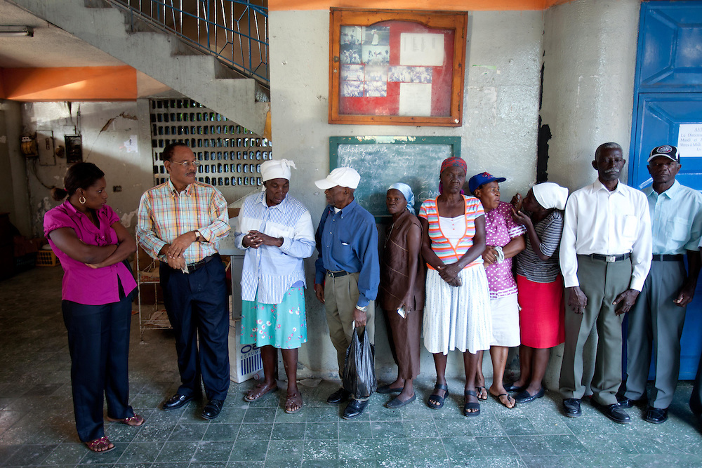 Voters line up to vote.