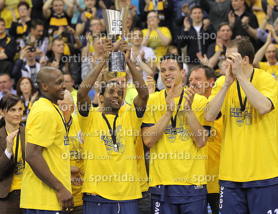 12.04.2015, Brose Arena, Bamberg, GER, Beko Basketball BL, Brose Baskets Bamberg vs EWE Baskets Oldenburg, Top Four 2015, Finale, im Bild Rickey Paulding ( EWE Baskets Oldenburg ) Julius Jenkins ( EWE Baskets Oldenburg ) mit dem Pokal // during the Beko Basketball Bundes league TOP FOUR 2015 final match between Brose Baskets Bamberg and EWE Baskets Oldenburg at the Brose Arena in Bamberg, Germany on 2015/04/12. EXPA Pictures &copy; 2015, PhotoCredit: EXPA/ Eibner-Pressefoto/ Langer<br /> <br /> *****ATTENTION - OUT of GER*****