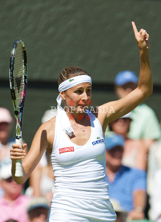 LONDON, ENGLAND - Wednesday, June 24, 2009: Gisela Dulko (ARG) during her Ladies' Singles 2nd Round victory on day three of the Wimbledon Lawn Tennis Championships at the All England Lawn Tennis and Croquet Club. (Pic by David Rawcliffe/Propaganda)