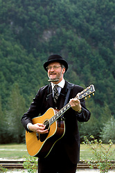 AK: Skagway, Alaska, Entertainer Steve Hite     Photo Copyright: Lee Foster, lee@fostertravel.com, www.fostertravel.com, (510) 549-2202.Image: akklon215