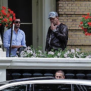 NLD/Amsterdam/20120630 - Chad Smith, drummer Red Hot Chili Peppers rookt nog ff een sigaret