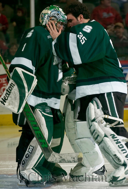 1/21/06  Omaha, NE  Michigan State goalies Jeff Lerg (left) gets some encouragement from back-up goalie Dominic Vicari before the start of the third period Saturday Night.. (photo by Chris Machian/ Prarie Pixel Group)