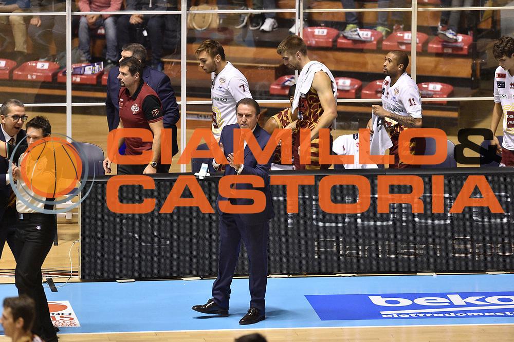 DESCRIZIONE : Torino Lega A 2015-16  Manital Auxilium Torino vs Umana Reyer Venezia<br /> GIOCATORE : Carlo Recalcati<br /> CATEGORIA : Esultanza sequenza<br /> SQUADRA : Umana Reyer Venezia<br /> EVENTO : Campionato Lega A 2015-2016<br /> GARA : Manital Auxilium Torino vs Umana Reyer Venezia<br /> DATA : 05/10/2015<br /> SPORT : Pallacanestro <br /> AUTORE : Agenzia Ciamillo-Castoria/GiulioCiamillo<br /> Galleria : Lega Basket A 2015-2016  <br /> Fotonotizia : Torino  Lega A 2015-16 Manital Auxilium Torino vs Umana Reyer Venezia<br /> Predefinita :