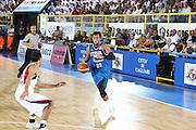 DESCRIZIONE : Cagliari Eurobasket Men 2009 Additional Qualifying Round Italia Francia<br /> GIOCATORE : Marco Belinelli<br /> SQUADRA : Italy Italia Nazionale Maschile<br /> EVENTO : Eurobasket Men 2009 Additional Qualifying Round <br /> GARA : Italia Francia Italy France<br /> DATA : 05/08/2009 <br /> CATEGORIA : palleggio<br /> SPORT : Pallacanestro <br /> AUTORE : Agenzia Ciamillo-Castoria/C.De Massis