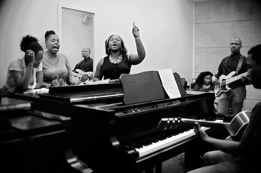 Nekita Waller leads a rehearsal with her band before a summer concert show.