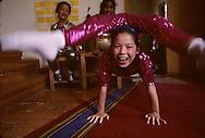 Mongolia. Ulaanbaatar. exam of little contorsionist to join the national circus school  Oulan Bator Ulan Baatar       /  petites contorsionsites postulant pour entrer a líecole de cirque  Oulan Bator Ulan Baatar   Mongolie   /  L0006060  /  R20021/