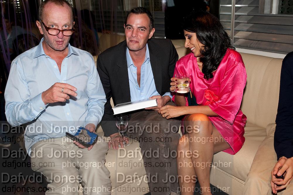 JOHNNY SHAND KYDD; SERENA REES, Giogio Locatelli's book launch. Loconda. Portman Sq. London. 4 October 2011. <br /> <br />  , -DO NOT ARCHIVE-© Copyright Photograph by Dafydd Jones. 248 Clapham Rd. London SW9 0PZ. Tel 0207 820 0771. www.dafjones.com.