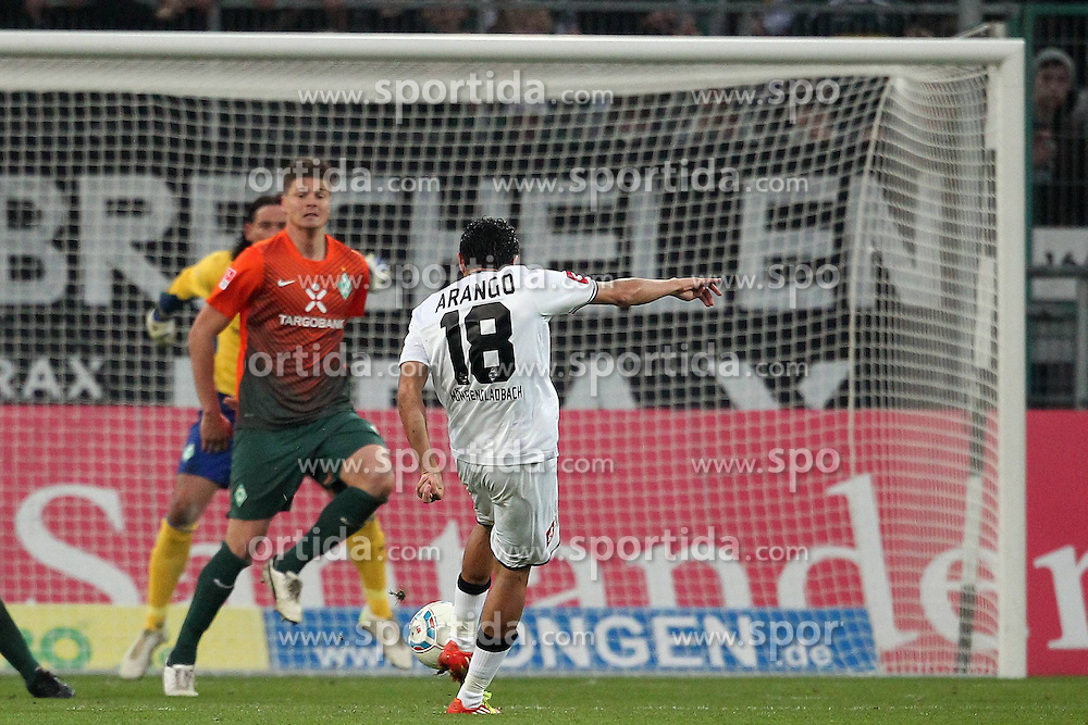 19.11.2011, BorussiaPark, Mönchengladbach, GER, 1.FBL, Borussia Mönchengladbach vs SV Werder Bremen, im BildJuan Arango (Mönchengladbach #18) zieht ab zu 5:0 Sebastian Prödl/ Proedl (Bremen #15) schaut zu Tim Wiese (Bremen #1) ohne Chance // during the 1.FBL, Borussia Mönchengladbach vs Werder Bremen on 2011/11/19, BorussiaPark, Mönchengladbach, Germany. EXPA Pictures © 2011, PhotoCredit: EXPA/ nph/ Mueller..***** ATTENTION - OUT OF GER, CRO *****
