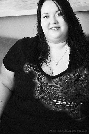 Une s&eacute;duisante femme ronde<br /> www.zonephotographe.ca