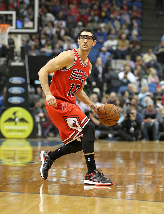 Nov 1, 2014; Minneapolis, MN, USA; Chicago Bulls guard Kirk Hinrich (12) against the Minnesota Timberwolves at Target Center. The Bulls defeated the Timberwolves 106-105. Mandatory Credit: Brace Hemmelgarn-USA TODAY Sports