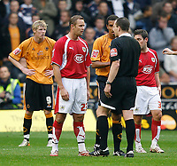 Photo: Steve Bond/Sportsbeat Images.<br /> Wolverhampton Wanderers v Bristol City. Coca Cola Championship. 03/11/2007. Ref Kevin Friend speaks to  Lee Trundle