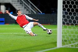 20-10-2009 VOETBAL: AZ - ARSENAL: ALKMAAR<br /> AZ in slotminuut naast Arsenal 1-1 / Hector Moreno mist voor open doel<br /> ©2009-WWW.FOTOHOOGENDOORN.NL