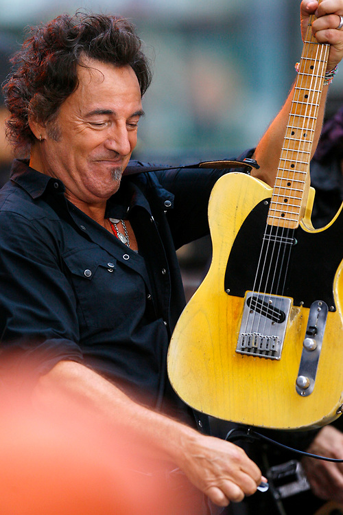 Sept. 27, 2007 - New York City, NY: Bruce Springsteen performing during NBC's The Today Show.