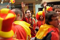 GEPA-2606087301 - WIEN,AUSTRIA,26.JUN.08 - FUSSBALL - UEFA Europameisterschaft, EURO 2008, Host City Fan Zone, Fanmeile, Fan Meile, Public Viewing. Bild zeigt Spanien-Fans.<br />Foto: GEPA pictures/ Reinhard Mueller