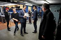 EIGEN<br /> <br /> DEN HAAG, 23 januari 2017.<br /> Haagsch College inzet Paard van Troje met Lodewijk Asscher, minister van Sociale Zaken, vice-premier en lijsttrekker van de PvdA. Asscher leest zijn tekst door, vlak voor aanvang.<br /> FOTO MARTIJN BEEKMAN