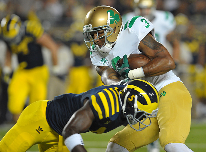 Michael Floyd (3) runs after the catch in the second quarter.