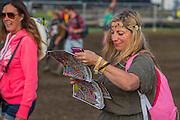 Navigating using the festival guide - The 2016 Glastonbury Festival, Worthy Farm, Glastonbury.