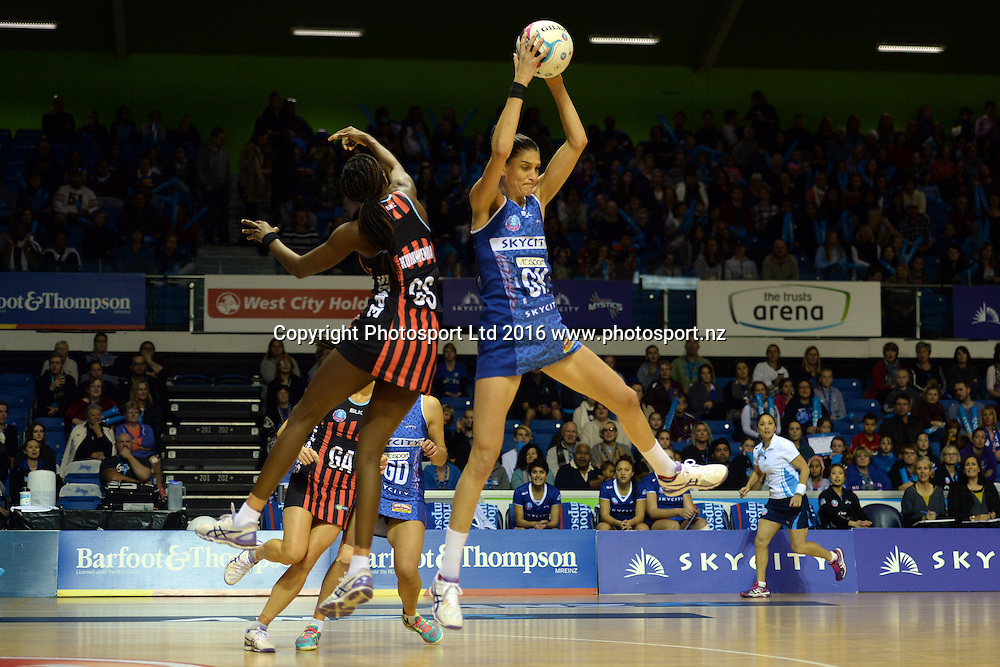 Northern Mystics Anna Harrison in action during the 2016 ANZ Championship, Northern Mystics vs Mainland Tactix, The Trusts Arena, Auckland, New Zealand. Saturday 02 July 2016. Photo: Raghavan Venugopal / www.photosport.nz
