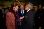 Lord and Lady Foster and Giancarlo Giacometti, Party to celebrate Damien'Hirst's Pharmacy. Sotheby's. 15 October 2004. ONE TIME USE ONLY - DO NOT ARCHIVE  © Copyright Photograph by Dafydd Jones 66 Stockwell Park Rd. London SW9 0DA Tel 020 7733 0108 www.dafjones.com