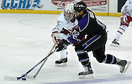 10/20/06 Omaha, NE University of Nebraska at Omaha's Ed Del Grosso tries to steal the puck from Niagara University's Vince Rocco at Qwest Center Omaha..(Chris Machian/Prairie Pixel Group)..UNO won in the first game of the Maverick Stampede.