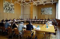 11 MAY 2005, BERLIN/GERMANY:<br /> Uebersicht Beteiligungsgespraech zum Struckturreformgesetz mit Vertretern von Gewerkschaften, Verbaenden und des Bundesinnenministeriums, Bundeshaus, Bundesalllee<br /> IMAGE: 20050511-01-019<br /> KEYWORDS: Sitzung, Übersicht, Saal