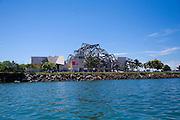 Vista de la fachada principal del  BioMuseo desde la Bahía de Panamá..Foto: Ramon Lepage / IstmophotoVista de la fachada posterior del  BioMuseo desde la entrada del Canal de Panamá..Foto:Victoria Murillo / Istmophoto