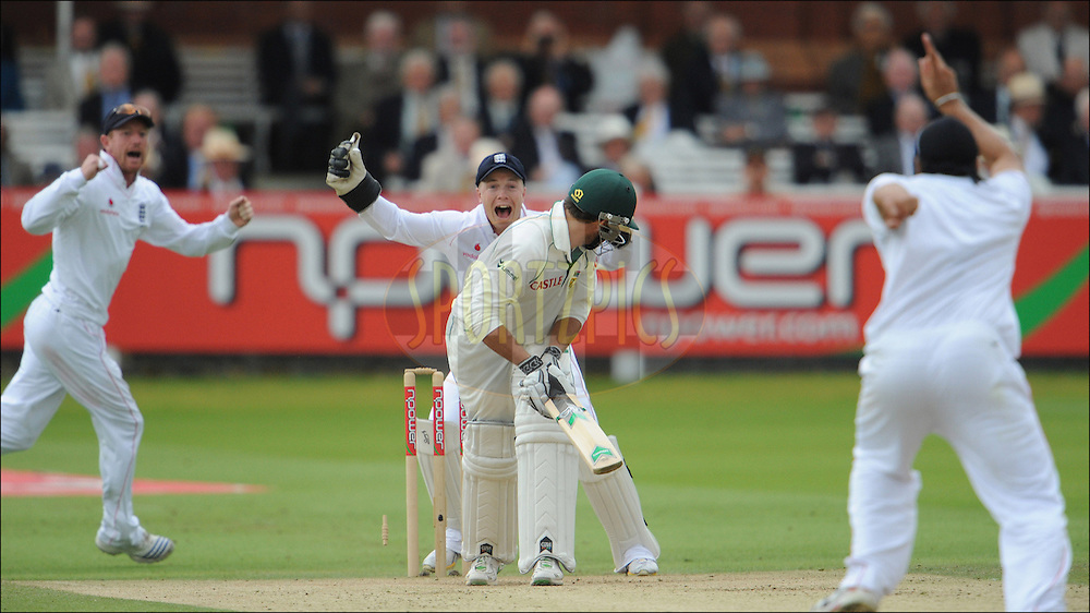 Paul Collingwood (left) and Tim Ambrose (2nd left) of England celebrate after Monty Panesar (right) bowled Neil McKenzie for 40 at Lord's on the third day of the first Test on the 12th of July 2008..England v South Africa.Photo by Philip Brown.www.philipbrownphotos.com
