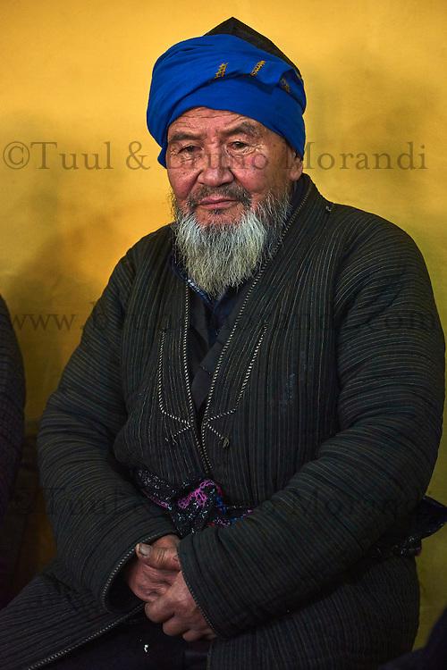 Ouzbekistan, region de Fergana, Kokand, homme ouzbek dans une Tchaikhana, maison de thé traditionnelle // Uzbekistan, Fergana region, Kokand, Uzbek man in a Tchaikhana, traditional tea house