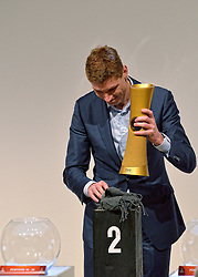 30-03-2015 NED: FIVB Drawing WCH Beach Volleyball, The Hague<br /> The Drawing of Lots for the FIVB Beach Volleyball World Championships The Netherlands 2015 will take place at the Mauritshuis art museum / Bas van de Goor met de nieuwe wereldbeker