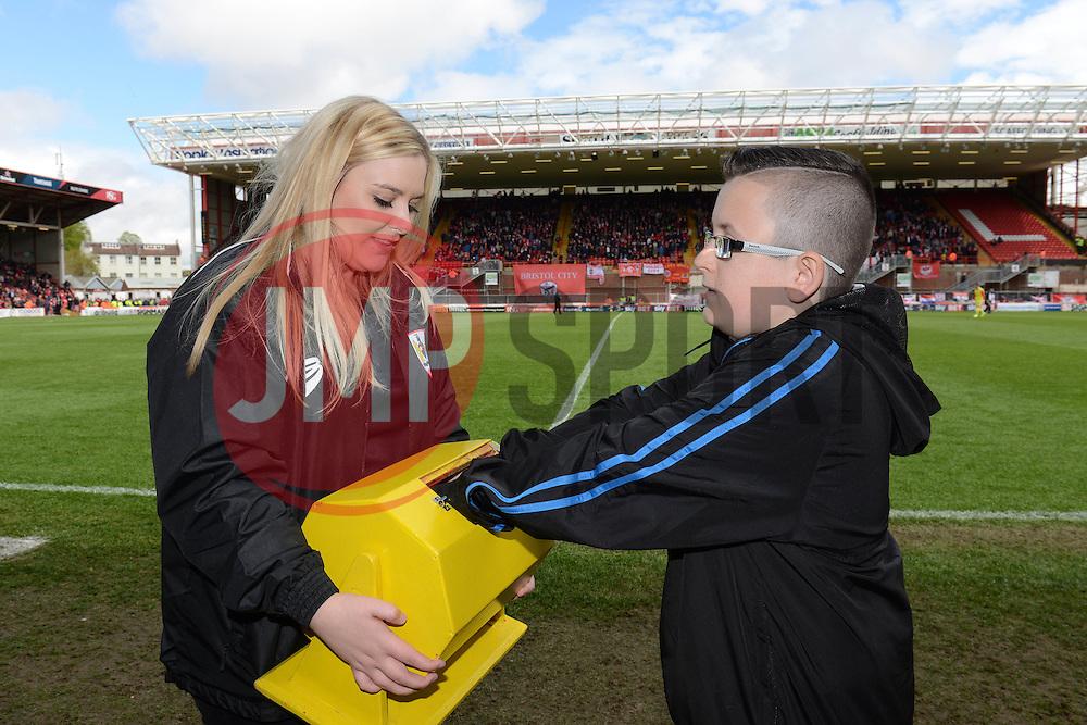50/50 draw - Photo mandatory by-line: Dougie Allward/JMP - Mobile: 07966 386802 - 03/05/2015 - SPORT - Football - Bristol - Ashton Gate - Bristol City v Walsall - Sky Bet League One