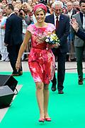 Zijne Majesteit Koning Willem-Alexander en Hare Majesteit Koningin M&aacute;xima bezoeken de provincie Flevoland. Koning en Koningin bij de Esplanade in Almere<br /> <br /> His Majesty King Willem-Alexander and M&aacute;xima Her Majesty Queen visits the province of Flevoland. King and Queen at the Esplanade in Almere