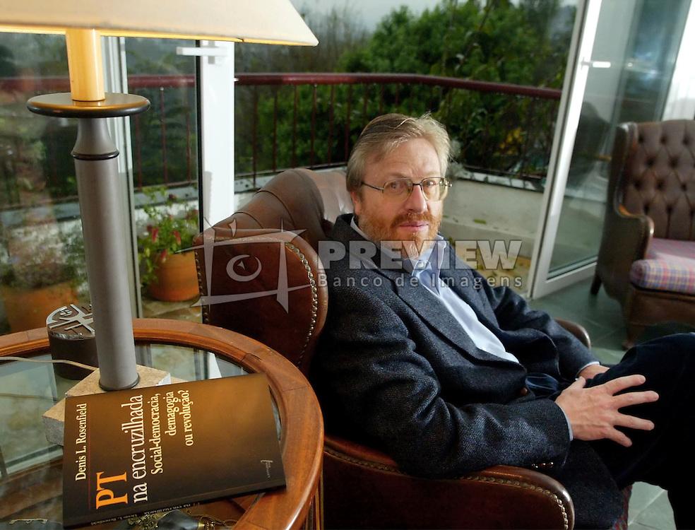 Denis Rosenfield, professor da Universidade Fedreal do Rio Grande do Sul e autor do livro `O PT na encrusilhada'. FOTO: Jefferson Bernardes/Preview.com