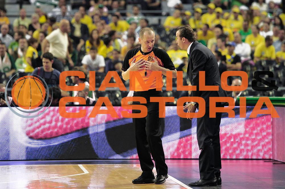 DESCRIZIONE : Barcellona Barcelona Eurolega Eurolegue 2010-11 Final Four Semifinale Semifinal Panathinaikos Montepaschi Siena<br /> GIOCATORE : Simone Pianigiani<br /> SQUADRA : Montepaschi Siena<br /> EVENTO : Eurolega 2010-2011<br /> GARA : Panathinaikos Montepaschi Siena<br /> DATA : 06/05/2011<br /> CATEGORIA : coach delusione<br /> SPORT : Pallacanestro<br /> AUTORE : Agenzia Ciamillo-Castoria/C.De Massis<br /> Galleria : Eurolega 2010-2011<br /> Fotonotizia : Barcellona Barcelona Eurolega Eurolegue 2010-11 Final Four Semifinale Semifinal Panathinaikos Montepaschi Siena<br /> Predefinita :
