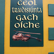 A sign on the wall of An Droicead Beag, a famous pub in Dingle. Dingle is the only town on the Dingle Peninsula. Principal industries in the town are tourism, fishing and agriculture. Dingle, County Kerry, Ireland. Photo Tim Clayton