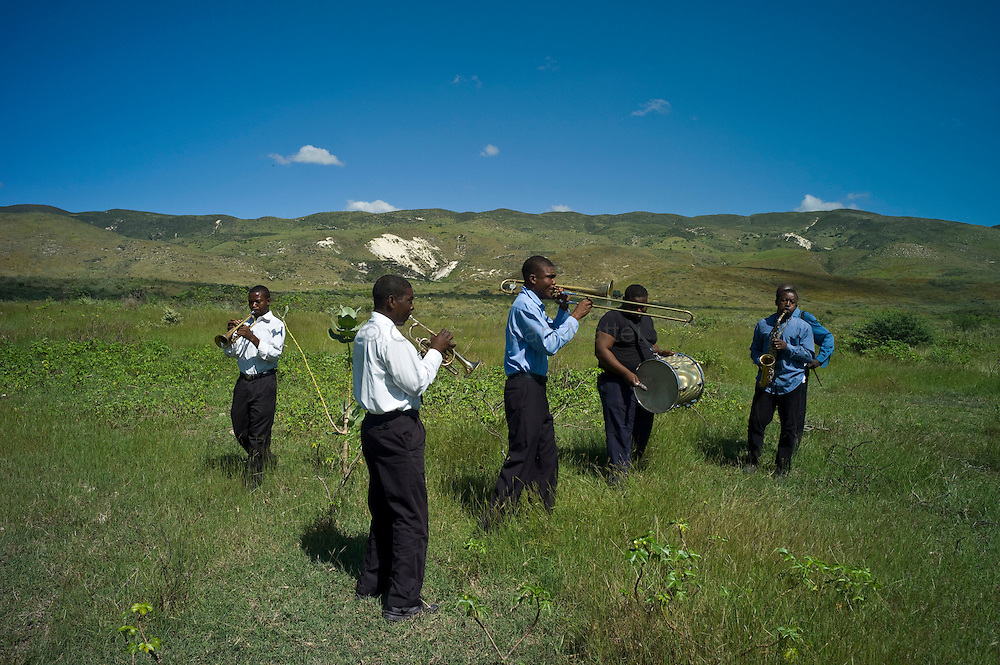 "Ten days before the presidential elections, Port-au-Prince continues to be affected by the cholera epidemic, the number of victims still increasing in the capital./// A music band plays during the funerals of victims of cholera organised by the NGO ""St Paul"", in the countryside, a few kilometers from Port-au-Prince."