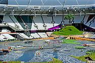 LONDEN - De vijf olympische ringen hangen aan de Tower Bridge in Londen, een maand voor het begin van de Olympische Spelen. Van 27 juli tot en met 12 augustus staat de Britse hoofdstad in het teken van 's werelds grootste sportevenement.