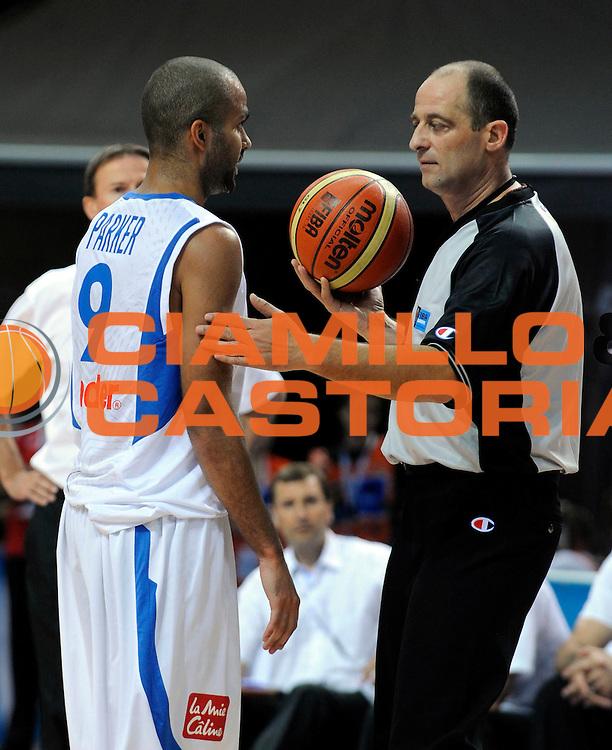 DESCRIZIONE : Katowice Poland Polonia Eurobasket Men 2009 Quarter Final Francia France Spagna Spain<br /> GIOCATORE : Sutulovic Referee Arbitro Tony Parker<br /> SQUADRA : Francia France<br /> EVENTO : Eurobasket Men 2009<br /> GARA : Francia France Spagna Spain<br /> DATA : 17/09/2009 <br /> CATEGORIA :<br /> SPORT : Pallacanestro <br /> AUTORE : Agenzia Ciamillo-Castoria/N.Parausic<br /> Galleria : Eurobasket Men 2009 <br /> Fotonotizia : Katowice  Poland Polonia Eurobasket Men 2009 Quarter Final Francia France Spagna Spain<br /> Predefinita :