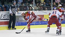 05.04.2011, Stadthalle, Klagenfurt, AUT, EBEL, FINALE, EC KAC vs EC RED BULL SALZBURG, im Bild Michael Craig, (EC KAC, #20), Steven Regier, (EC RED BULL SALZBURG, #41), Johannes Reichel, (EC KAC, #14) // during the EBEL Icehockey Final, EC KAC vs EC RED BULL SALZBURG at the Stadthalle, Klagenfurt, 05/03/2011, EXPA Pictures © 2011, PhotoCredit: EXPA/ J. Feichter