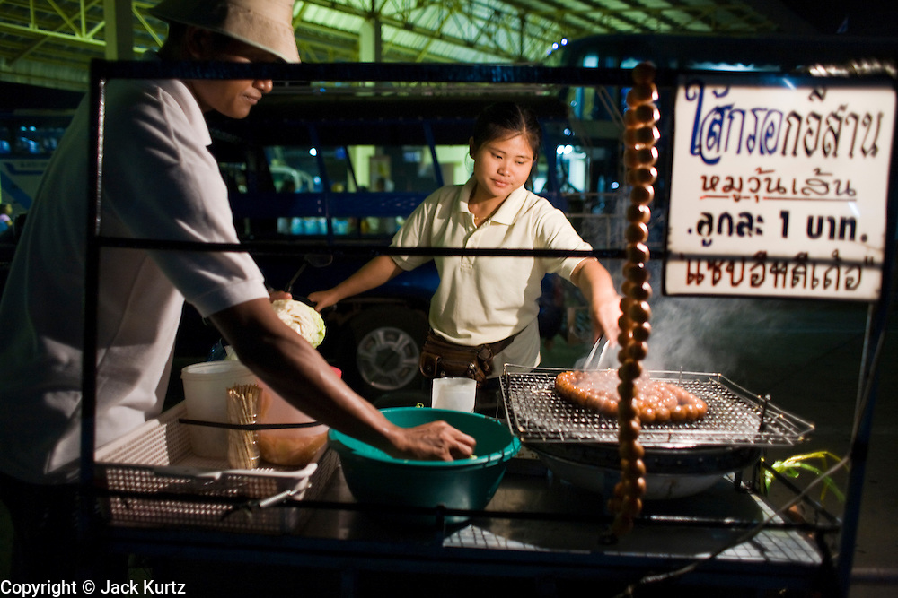 28 FEBRUARY 2008 -- MAE SOT, TAK, THAILAND: A sausage vendor in the bus depot in Mae Sot, Thailand, grills up Thai sausages before the busses left for Bangkok.  Photo by Jack Kurtz