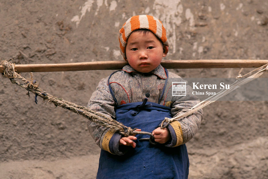 A boy playing with a shoulder pole, Three Gorges area, Yangtze River, China