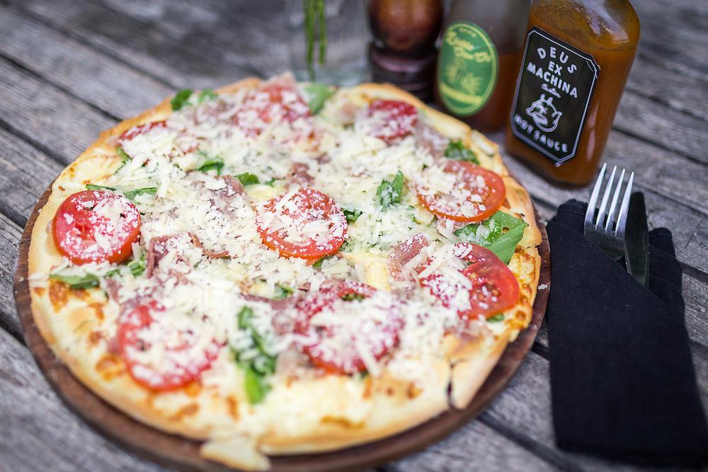Deus Italian Pizza with Hot Sauce