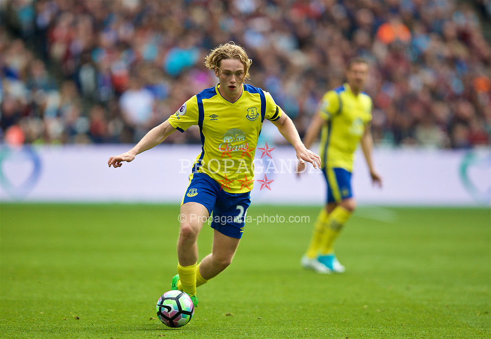 LONDON, ENGLAND - Saturday, April 22, 2017: Everton's Tom Davies in action against West Ham United during the FA Premier League match at the London Stadium. (Pic by David Rawcliffe/Propaganda)