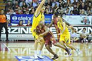 DESCRIZIONE : Venezia Lega A 2012-13 EA7 Umana Venezia Sutor Montegranaro<br /> GIOCATORE : alvin young<br /> CATEGORIA : palleggio blocco<br /> SQUADRA : Umana Venezia Sutor Montegranaro<br /> EVENTO : Campionato Lega A 2012-2013 <br /> GARA : Umana Venezia Sutor Montegranaro <br /> DATA : 04/11/2012<br /> SPORT : Pallacanestro <br /> AUTORE : Agenzia Ciamillo-Castoria/M.Gregolin<br /> Galleria : Lega Basket A 2012-2013  <br /> Fotonotizia : Venezia Lega A 2012-13 Umana Venezia Sutor Montegranaro<br /> Predefinita :
