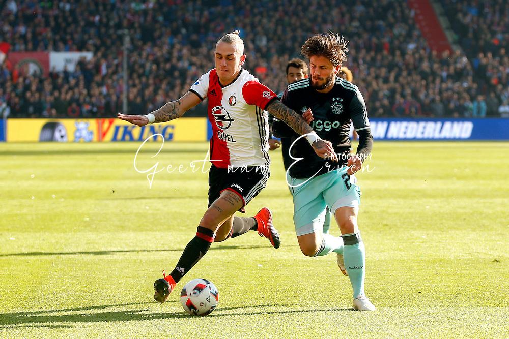 23-10-2016 VOETBAL: EREDIVISIE: FEYENOORD- AJAX: ROTTERDAM <br /> <br /> Rick Kasdorp van Feyenoord in duel met Lasse Schone van Ajax <br /> <br /> Foto: Geert van Erven