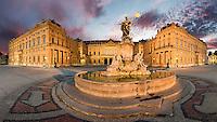 Abendstimmung an der Residenz in Würzburg. UNESCO Weltkulturerbe seit 1981.